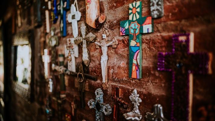 Hoe kan de gewelddadige kruisiging van Jezus goed nieuws zijn?