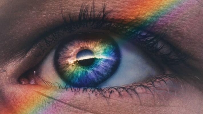 Zijn kerken die homo's verwelkomen laf? Nee, ze leven Gods liefde uit in deze wereld, vindt Gertine