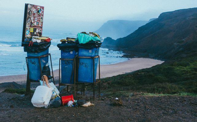 'Kom tot inkeer voordat de aarde als een volle afvalzak uit elkaar klapt'